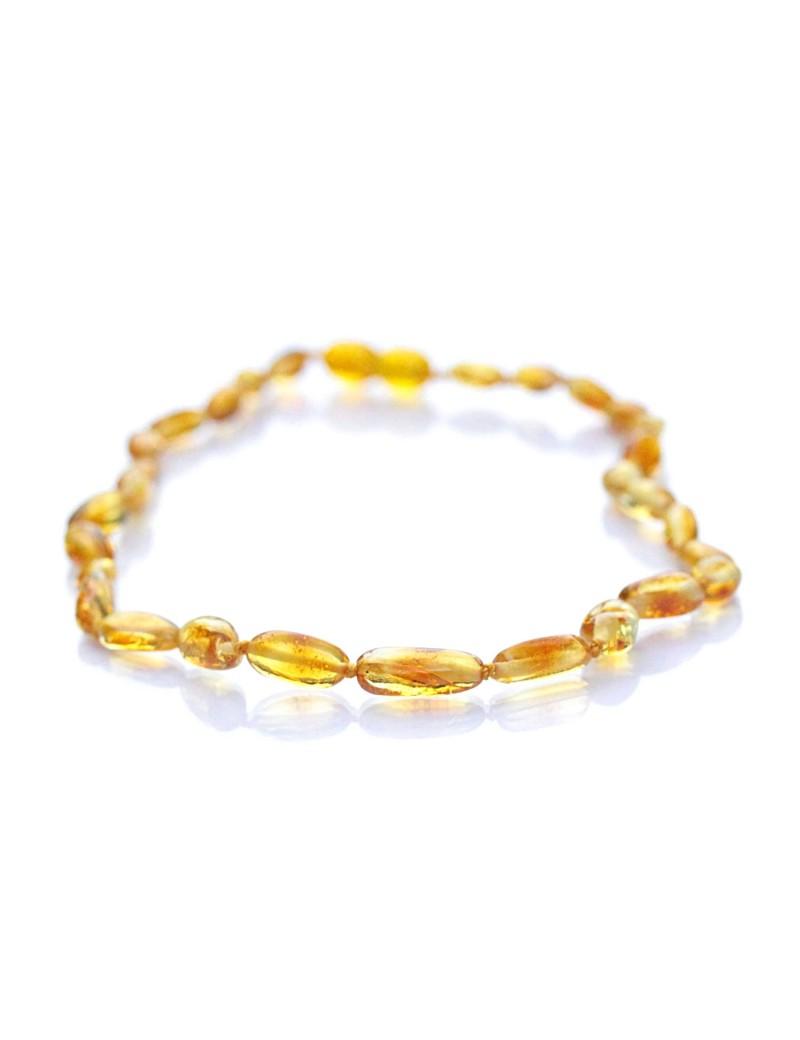 Doux au toucher et à la confection soignée, ce collier bébé en ambre  naturel de ad37c49bb0b3